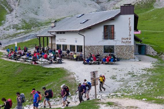 Приют Пуэц (Puez), 2475 м
